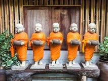 Statuen der buddhistischen Mönche Lizenzfreies Stockbild