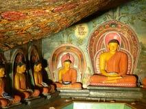 Statuen des Lords Buddha u. Anstriche eines buddhistischen Tempels Lizenzfreie Stockbilder