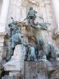 Statuen durch Wand Budapest Budacastle Lizenzfreie Stockbilder
