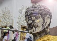 Statuen eines Riesesteins lizenzfreie stockfotos