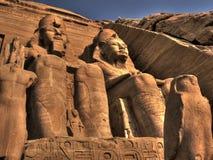 Statuen am Eingang zu Abu Simbel Temple (Ägypten) Stockfotos