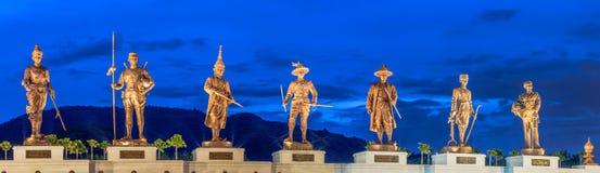 Statuen-großen Königs von Thailand in Rajabhakti-Park stockfotos