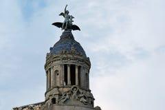 Statuen und Haube von Gebäude EL Fenix des La-Verbands y, Barcelona stockfotografie