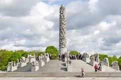 Statuen in Vigeland-Park in Oslo-Mittelstück lizenzfreie stockbilder