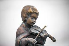 Statuen von den Kindern, die Musikinstrumente spielen Stockfotos