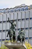 Statuen von Don Quixote und von Sancho Panza gelegen am spanischen Quadrat nahe Grand Place in der Mitte von Brüssel, Belgien Lizenzfreies Stockfoto