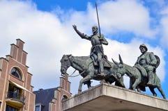 Statuen von Don Quixote und von Sancho Panza gelegen am spanischen Quadrat nahe Grand Place in der Mitte von Brüssel, Belgien Lizenzfreie Stockfotos
