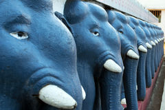 Statuen von Elefanten der dunkelgrauen Farbe in Folge für einander Sri Lanka Lizenzfreies Stockbild