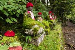Statuen von Jizo in Nikko-Park Lizenzfreie Stockfotos