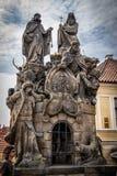 Statuen von John von Matha, von Felix von Valois und von Heiligem Iwan, Charles Bridge lizenzfreies stockfoto