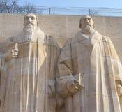 Statuen von Theodore de Beze und von John Knox. Lizenzfreie Stockfotos