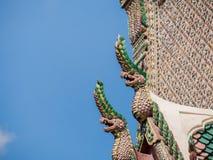 Statuenkönig von Nagas vor Buddhismustempel Lizenzfreies Stockbild
