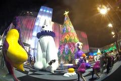 Statuenkunst und Weihnachtsbaum im Weihnachten und in der neues Jahr-Feier Stockfotografie