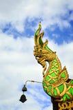 Statuenschlange auf dem Dach Lizenzfreies Stockbild