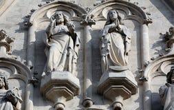 Statues à l'ouest de portail d'église de Maria AM Gestade à Vienne images libres de droits