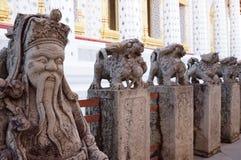 Statues au temple de Wat Arun à Bangkok Photos libres de droits