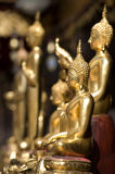 Statues bouddhistes d'or Photographie stock libre de droits