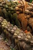 Statues bouddhistes en pierre de jardin, Thaïlande. Image stock