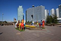 Statues colorées des chevaux à Astana Images stock