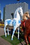 Statues colorées des chevaux à Astana Photo stock