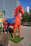 Statues colorées des chevaux à Astana Image libre de droits