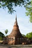 Statues d'éléphant de lom de Wat Chang autour de PA historique de Sukhothai Images stock
