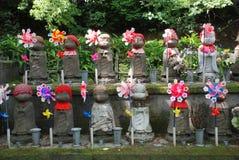 statues d'enfants à venir Photographie stock