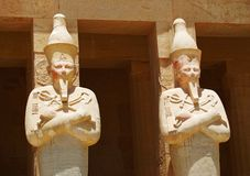 Statues dans le temple images libres de droits