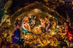 Statues dans une scène de nativité de Noël Photos stock