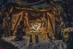 Statues dans une scène de nativité de Noël Images stock