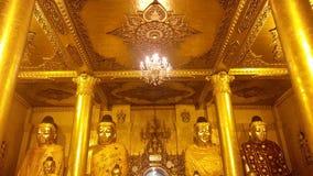 4 statues de Bouddha à la pagoda de Shwedagon Photo libre de droits