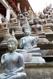 Statues de Bouddha au temple de Gangaramaya Photos stock