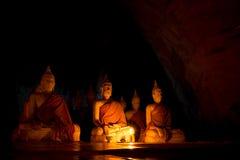 Statues de Bouddha, beaucoup statue de Bouddha extérieure, chez Wat Ao Noi, la Thaïlande Image libre de droits