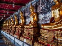 Statues de Bouddha dans la ligne Photographie stock libre de droits