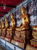 Statues de Bouddha dans la ligne Photos stock