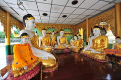 Statues de Bouddha dans la pagoda de Shwedagon à Yangon Photos libres de droits