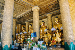 Statues de Bouddha dans la pagoda de Shwedagon à Yangon Images libres de droits