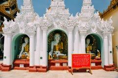 Statues de Bouddha dans la pagoda de Shwedagon à Yangon Photos stock