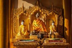 Statues de Bouddha dans la pagoda de Shwedagon Photographie stock