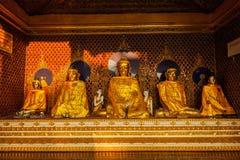 Statues de Bouddha dans la pagoda de Shwedagon Image libre de droits