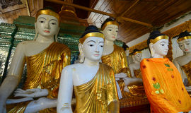 Statues de Bouddha dans la pagoda de Shwedagon, Yangon Images libres de droits