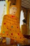 Statues de Bouddha dans la pagoda de Shwedagon, Yangon Image libre de droits