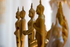 Statues de Bouddha dans le temple thaïlandais photographie stock libre de droits