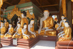 Statues de Bouddha en position de Bhumiparsa Mudra Photo stock