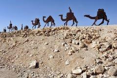 Statues de chameau dans le Negev, Israël Photographie stock libre de droits