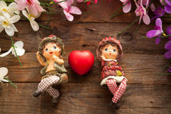Statues de garçon et de fille dans l'amour Photographie stock
