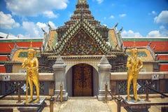 Statues de gardien dans le temple Photo stock