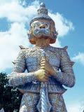 Statues de gardien de démon décorant le temple bouddhiste Images stock
