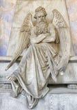 Statues de marbre dans le cimetière Images stock