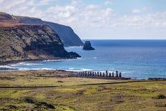 Statues de Moai de vue d'Ahu Tongariki de Rano Raraku Volcano - île de Pâques, Chili photos stock